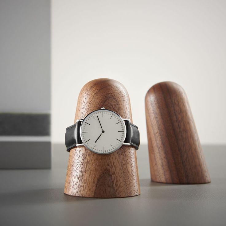 Horloge en Armband Houder TIME-OFF – Walnoot | dot aarhus