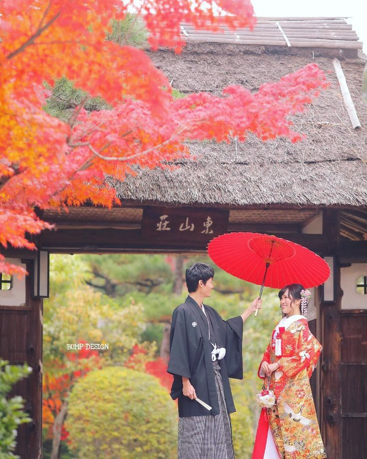 #名古屋ロケーション前撮り . . 17.11.30 名古屋でのロケーション前撮り . 名古屋のど真ん中の . バンプデザインからもほんの分くらいに . こんなクラシカルな日本庭園あるんです . 紅葉真っ盛りに素敵なお二人を撮影できるなんてもう幸せっ .  . . #番傘は赤が好き #たまに紫も使いたくなるけど #白もちょっと気になるけどやっぱ赤 . #結婚写真  #プレ花嫁 #卒花嫁 #ブライダル #ウェディング #結婚準備 #ロケーション前撮り #カメラマン #ヘアメイク #前撮り #結婚式前撮り #写真家 #名古屋花嫁 #和装前撮り #持ち込みカメラマン #ウェディングフォト #2018春婚 #結婚式レポ #東京カメラ部 #日本中のプレ花嫁さんと繋がりたい #日本中の卒花嫁さんと繋がりたい #ウェディングニュース #チェリフォト #marryxoxo #weddingphoto #バンプデザイン