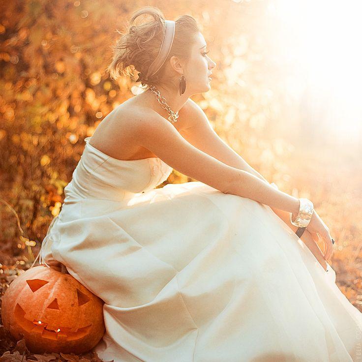 cool wedding shot ideas%0A A Halloween Wedding in Autumn  I like the idea of sitting on a pumpkin   just not a halloween pumpkin