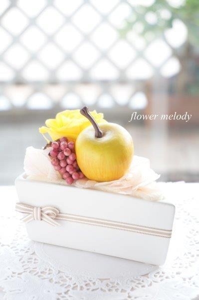 黄色いりんごとバラのショートケーキ