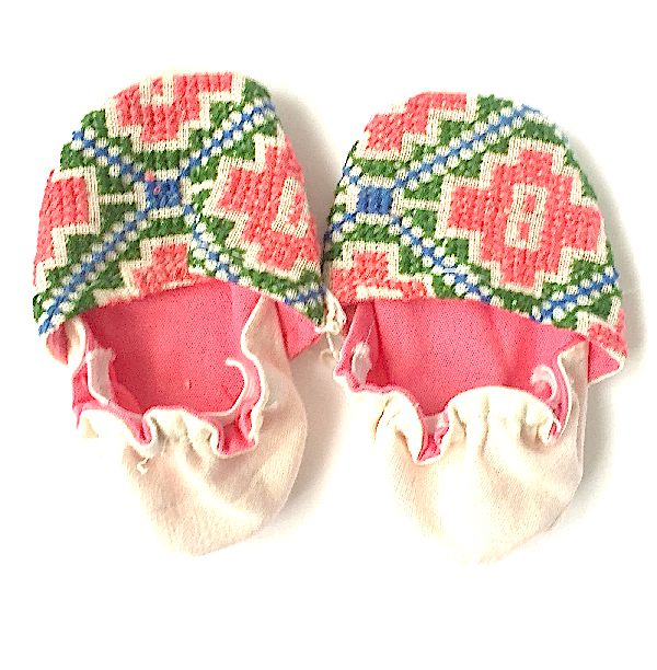 I must have these! Absolutely gorgeous baby shoes! <3