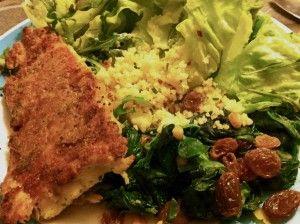 Visje met parmezaanse kaas korst en spinazie met rozijnen en pijnboompitjes