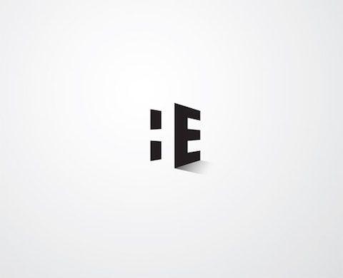 El espacio negativo en un diseño de logo, cartel o ilustración  es aquel que se encuentra alrededor entre un sujeto dentro de una imagen. Es un espacio que ayuda a definir un concepto haciendo hincapié en lo que sobra del diseño sin desperdiciarlo.