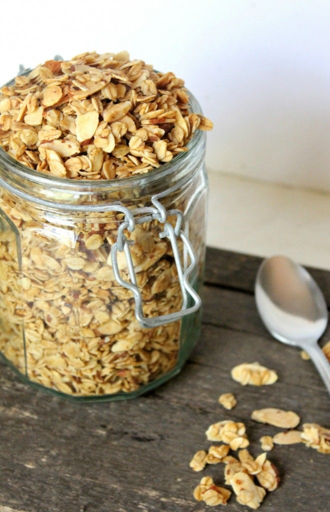 Natural Chow | Vanilla Almond Granola Cereal | http://naturalchow.com