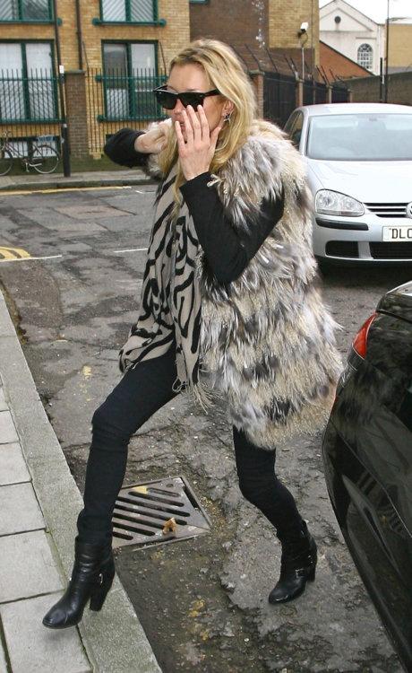 KATE MOSSFur Kate, Fashion Fur, Black Pattern, Ankle Boots, Fashion Inspiration, Black Pants, Long Fur, Kate Moss, Fur Vest