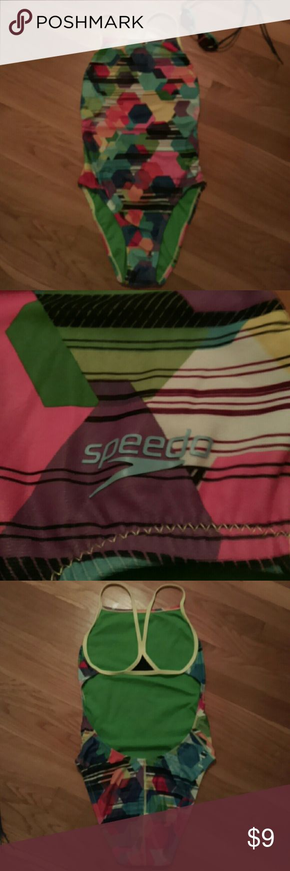 Speedo One Piece Swimsuit Super comfortable, long lasting Speedo Endurance Lite swimsuit with open back. Size 34 which Speedo says corresponds to an 8. Worn to swim a few laps when I was pregnant and has been carefully hand washed. Great for tri training! Speedo Swim One Pieces