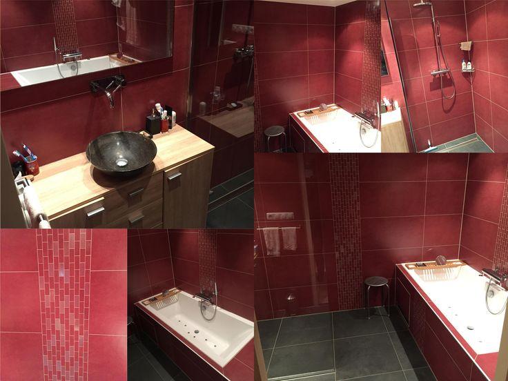 Dat een rode #badkamer heel sfeervol kan zijn bewijzen deze foto's. Zeer mooi! Ook iets voor jou? #Tuijp #Purmerend http://tuijpkeukenenbad.nl/badkamers/badkamer-projecten