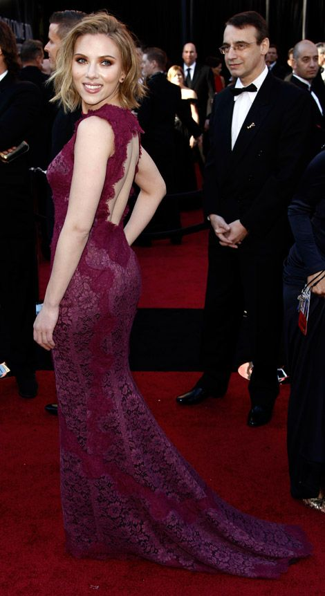 I want this dress for my school formal so badly. - Scarlett Johansson in Dolce & Gabbana at the 2011 Oscars