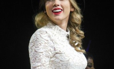 We are totally team T-Swift! Her style is always super chic: http://to.faearch.me/1UCiWyn
