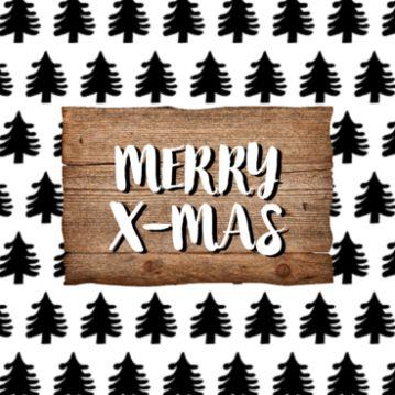 Leuke kerstkaart met als achtergrond een patroon van kerstbomen. Daarop een stuk hout met je eigen kerstwens. Je kunt de zwarte boompjes een andere kleur geven.