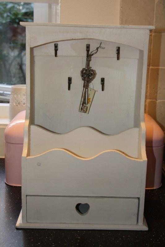 Wit houten sleutelkastje