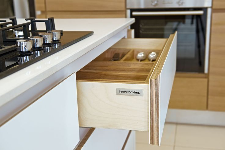This is the drawer front ply sandwich i LOVE. like the routed handle too.