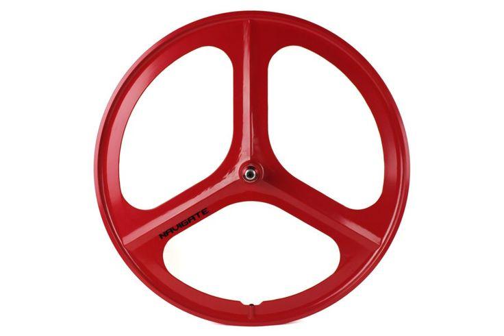 Navigate Tri Spoke Fixie Voorwiel - Rood  Navigate Tri-Spoke fixie voorwiel:  Maat: 12-622 (700C).  Wiel met drie spaken gemaakt van een lichte legering (magnesium en aluminium).  Gesloten lagers.  Breedte hub: 100mm.  Gewicht: 191Kg. Beschrijving Wellicht één van de beste driespaakswielen met een lichte legering die momenteel beschikbaar is op de markt tegen een uitmuntende prijs-kwaliteitverhouding. Dit zeer duurzaam driespaakswiel heeft een aerodynamisch ontwerp dat een opmerkelijke…