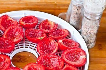 Как вялить томаты в электросушилке - рецепт с пошаговыми фото / Меню недели