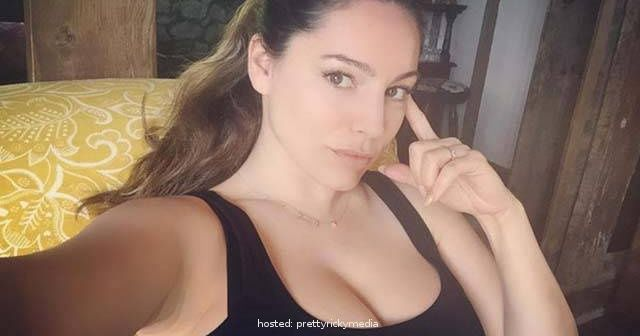 #7 Feast Your Eyes        Kelly Brook is an English model and actress and has the perfect body… according to science!       #6 One In A Million        University of Texas scientists asked women and men to design the perfect body and Kelly Brook's 34-24-34 measurements are