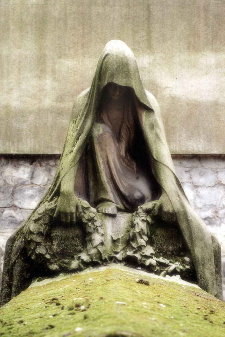 green mourning, Pere Lachaise