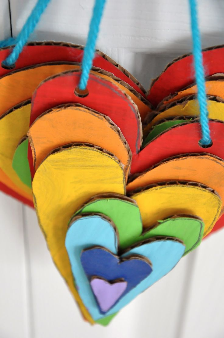 Rainbow stacked cardboard hearts--All you need are cardboard, paint and string.Rainbows Stacked, For Kids, Bit Funky, Rainbows Heart, Cardboard Heart, Kids Crafts, Cardboard Art, 40 Ideas, Cardboard Crafts