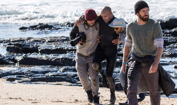 On July 17, Kelly Slater broke two metatarsal bones in his right foot during freesurfing up the point in Jeffreys Bay.