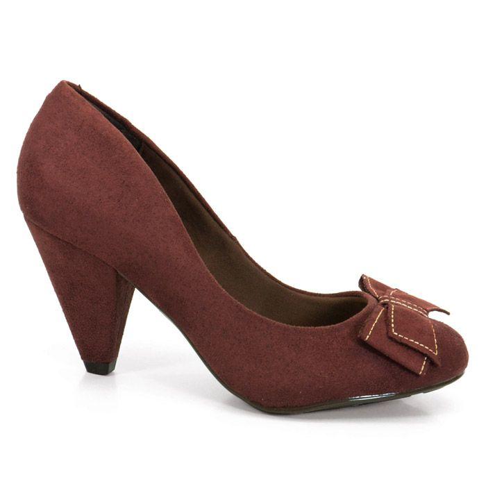 Sapato Salto Medio Feminino Beira Rio confeccionado em material alternativo tipo camurça.O modelo é ideal para o ambiente de trabalho além de conforto e segurança o modelo proporciona todo charme!
