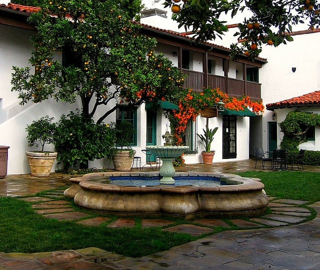 El Paseo Courtyard by catzcartas, via Flickr