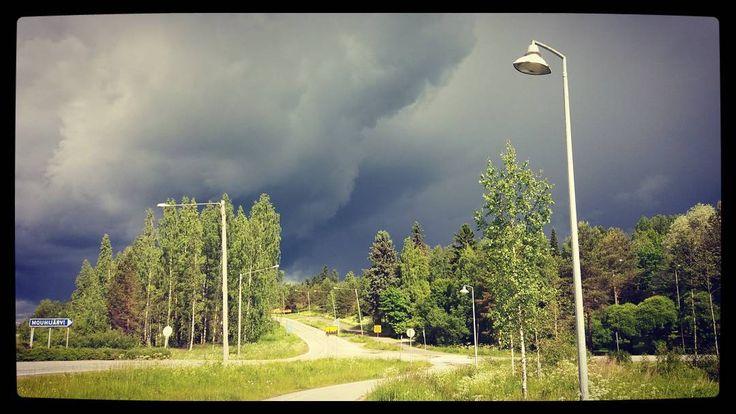 #vangituthetket #kesäkuu2017 #mustatpilvet #mouhijärvi #visitsastamala #visitmouhijärvi #aamupäivä #mtvsaa #ylesää #kohtasataa