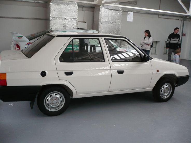 Škoda Favorit sedan.