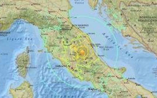 TERREMOTO CENTRO ITALIA LA SITUAZIONE ento terremoto che ha colpito nella notte l'Italia centrale, fra le province di Rieti e Ascoli Piceno, ha provocato oltre 120 morti, qualche centinaio di feriti e migliaia di sfollati. La prima scoss