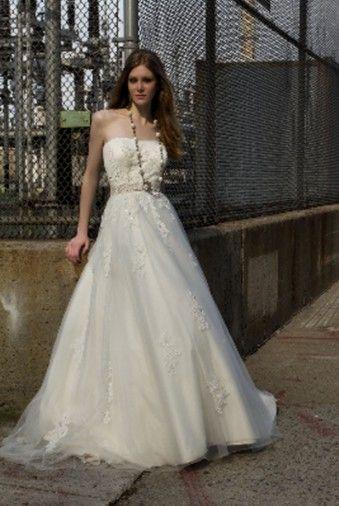 Henry Roth  Wedding Dress on Sale 70% Off