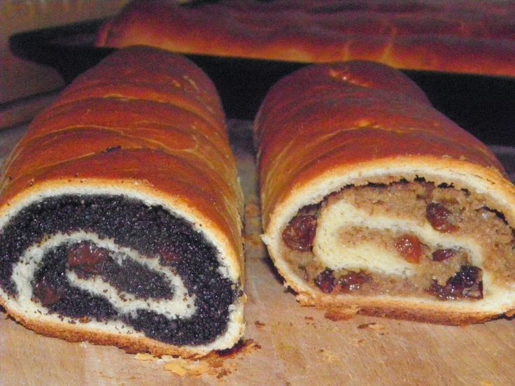 Már kezdheted gyűjtögetni a karácsonyi recepteket. A bejgli elengedhetetlen sütije az ünnepeknek! Hozzávalók: 6 rúdhoz Tészta: 4 dl...