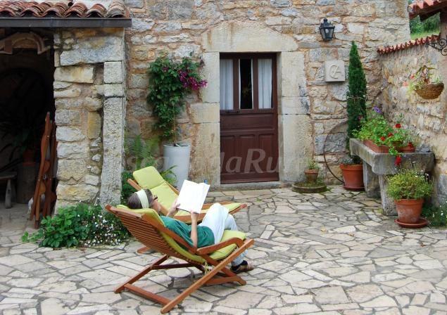 Casa de Aldea Pisón de Fondón - Relajate y disfruta de un buen libro http://www.escapadarural.com/casa-rural/asturias/casa-de-aldea-pison-de-fondon/fotos#p=5374c7b10b69e