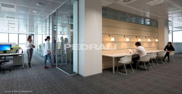 Sedie, tavoli e sgabelli in plastica,legno e metallo per arredamento ufficio e studio moderno. Scopri le nostre migliori realizzazioni.