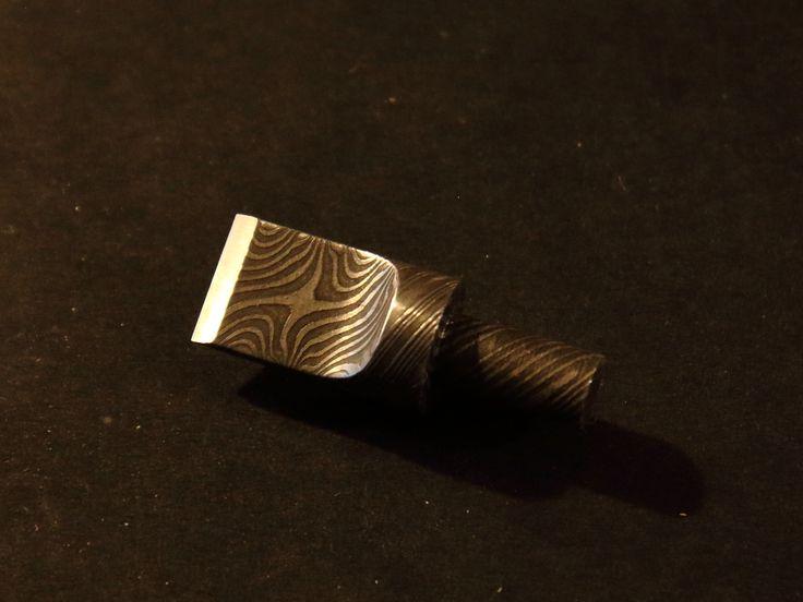 Swivel-Knife Klinge aus Torsionsdamast, Idee: Jürgen Vollbach, Design und Handwerk: Micha