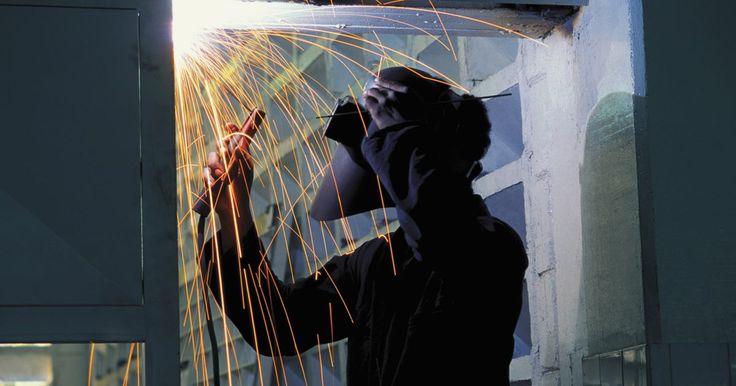 Melhores maneiras de soldar sobre a cabeça. A soldagem MIG (Metal Inert Gás) é um processo de soldada por arco eléctrico onde uma corrente eléctrica é transmitida através de um fio de metal consumível para soldar placas. Este arco eléctrico, é, essencialmente, um curto-circuito que gera calor suficiente para derreter e fundir os metais. Para proteger esta solda de impurezas transportados ...