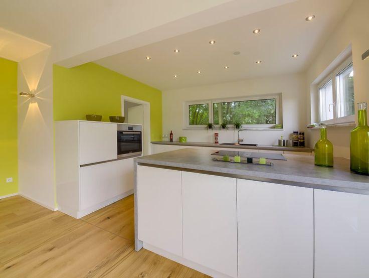 Finde moderne Küche Designs: Musterhaus Bad Vilbel 142. Entdecke die schönsten Bilder zur Inspiration für die Gestaltung deines Traumhauses.