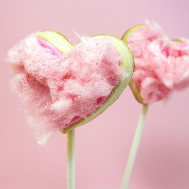 Must make!!! :) Valentine's Day Cotton Candy Heart Cookie Pops...and I even have a cotton candy machine believe it or not!