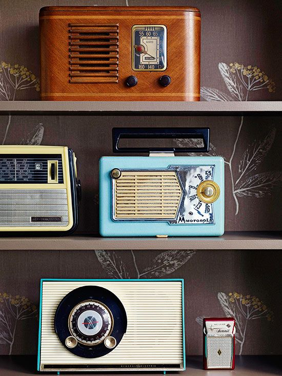 Even if they don't work, vintage radios make a great display. More flea market chic home accents: http://www.bhg.com/decorating/decorating-style/flea-market/flea-market-chic-home-accents/?socsrc=bhgpin081913radios=6