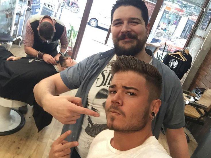 El mejor peluquero de la latina y Madrid #jaime @beardbad @bearbero muchas gracias por todo! #pic #barberia #lalatina #nofilter #peluqueria #madrid #martes #sol #instapic #photo #mañana #gracias by enekoll