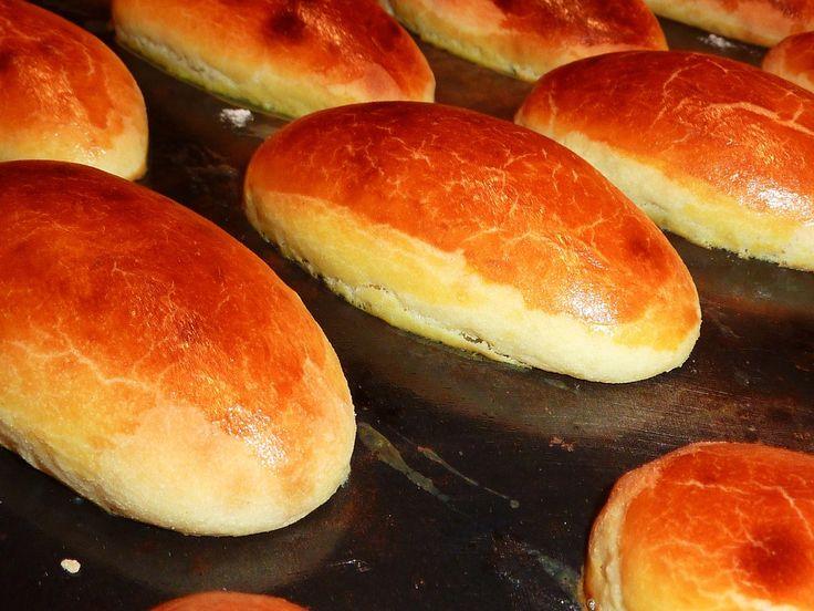 Bonjour, Aujourd'hui la pâte à brioche parisienne, elle est plus riche en œufs, beurre, il faudra avoir précaution de la cuire à four moins vif, donc elle cuira plus lentement et plus longtemps. Il faut bien respecter les étapes afin d'obtenir un excellent...