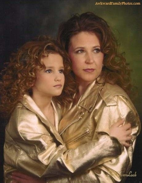 Just LOVE this site. The most awkward, dated, WEIRD family portraits ever taken.: Mothers Day, Glamour Shots, Golden Girls, Funny Stuff, Awkward Families Photo, Awkward Family Photos, Awkward Mom, Photo Shoots, Families Portraits