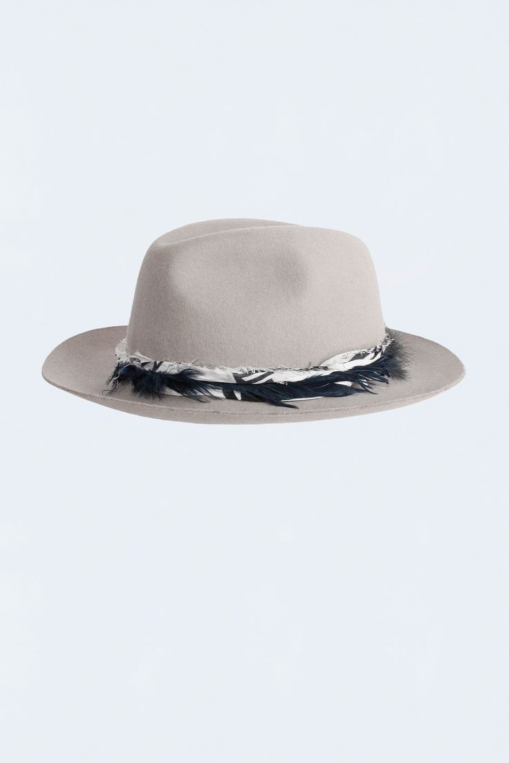 Zadig et Voltaire felt hat, feathers, size 1 equals 56 cm, size 2 equals 58 cm, 100% wool. Made in Italy.
