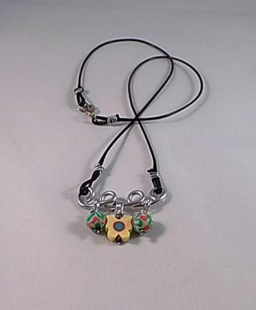 Les 17 meilleures images propos de collier enfant sur - Tuto bijoux pate fimo et fil aluminium ...