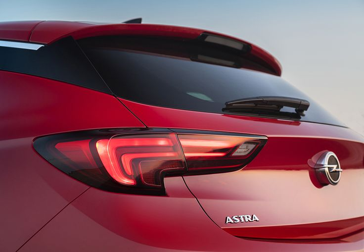 The dramatically sculpted rear is underlining the Opel Astra's core: efficiency.