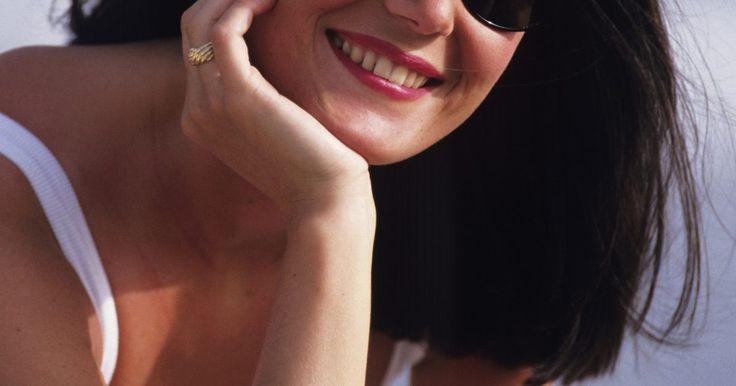 ¿Cómo determinar la autenticidad de las gafas de sol Burberry?. Los clásicos cuadros gris topo y rojo de una bufanda Burberry son un diseño ampliamente reconocido de la compañía de lujo británica, pero eso no significa que las piezas de Burberry sean inmunes a la reproducción fraudulenta. A diferencia de las carteras o de los artículos de cuero, las gafas para sol Burberry presentan un conjunto único de ...