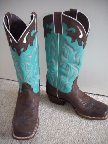 Chocolate + Turquoise cowboy boots = <3 I WANT!!!