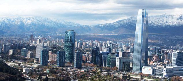 subirse al Cerro San Cristobal es una necesidad en santiago para poder imaginarse lo grande que es la ciudad! y la vista un dia despejado es increible