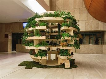 Ikea har, i samarbete med sitt innovationslabb Space10, tagit fram en inomhusträdgård som kan producera mat till massor av människor.