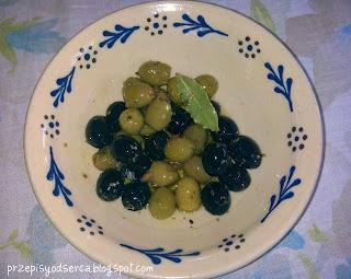 Oliwki w śródziemnomorskiej marynacie/ Olives in mediterranean marinade