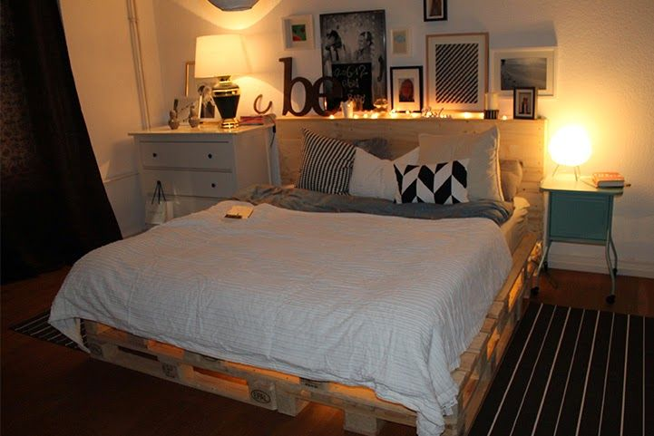 diy paletten bett mit dekoration upcycling pinterest. Black Bedroom Furniture Sets. Home Design Ideas