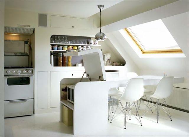 Comme Une Cabine Spatialepetit Espace Tout Blanc Sous Les Toits Brillant Small Apartment KitchenWhite Interior DesignSmall