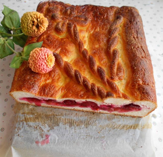 Prajituri si alte bunatati de la Anca : Placinta cu prune sau mosocoarna